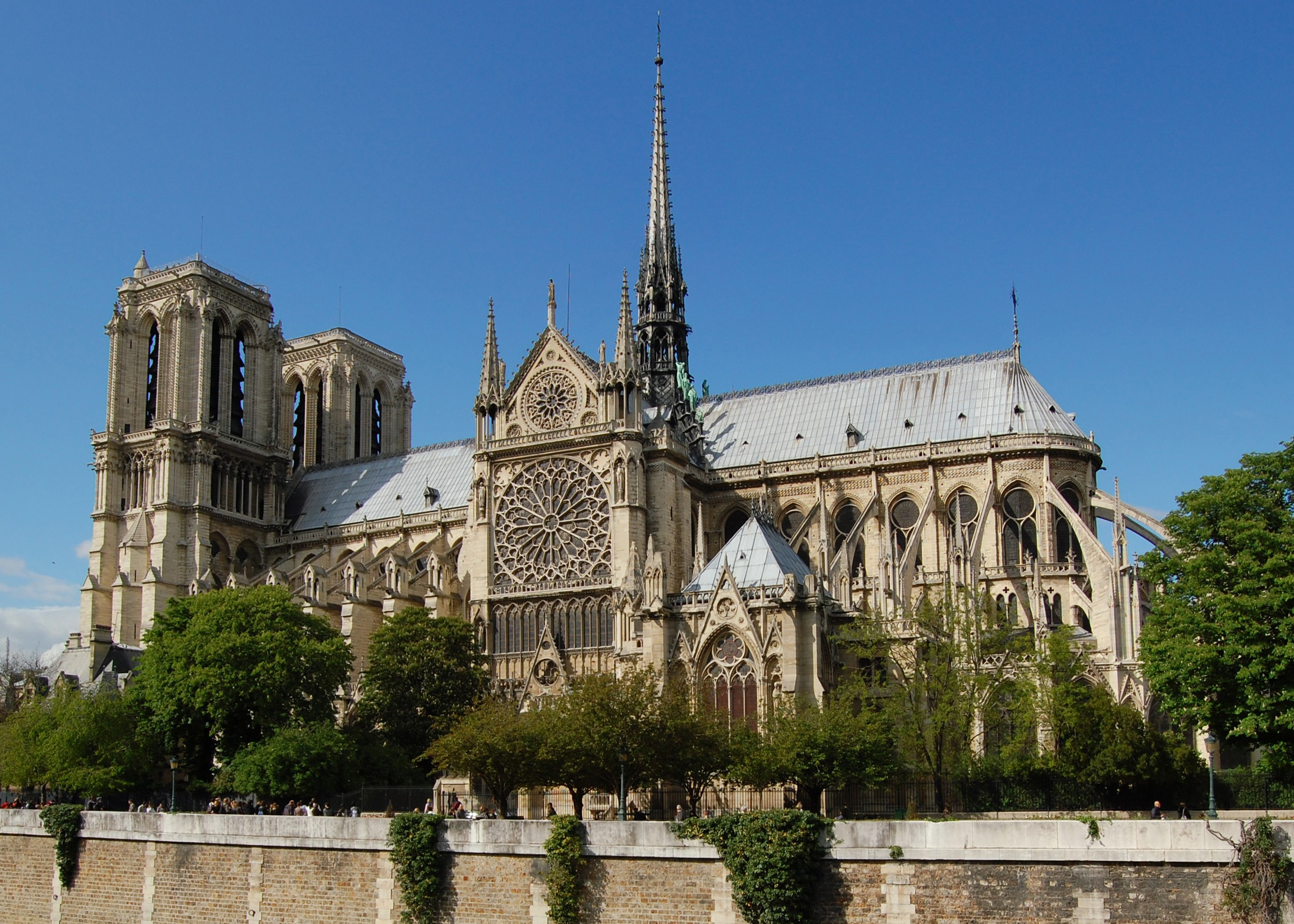 9 Incredible Cathedrals You Absolutely Need To See In France