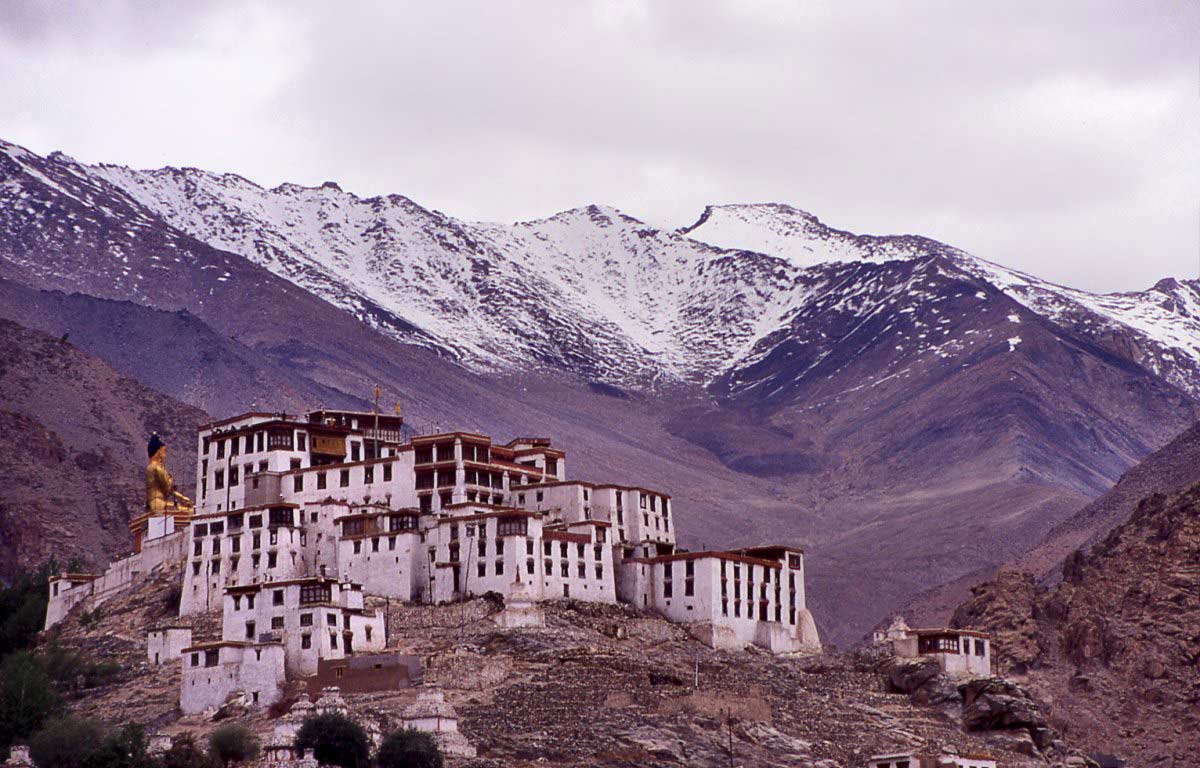 popular-buddhist-monasteries-in-ladakh